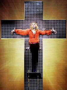madonna pe cruce